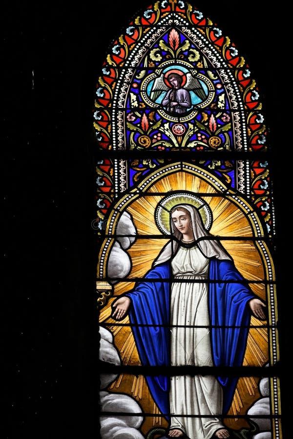 Mary szklanego świętego oznaczony przez okno zdjęcia royalty free