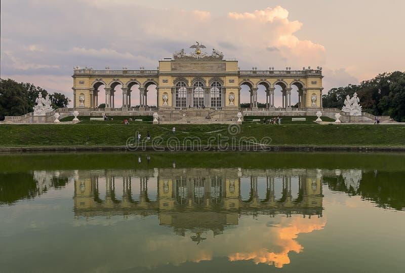 Mary Therese ` s Gloriette in een park naast Schönbrunn-Paleis in Wenen royalty-vrije stock afbeeldingen