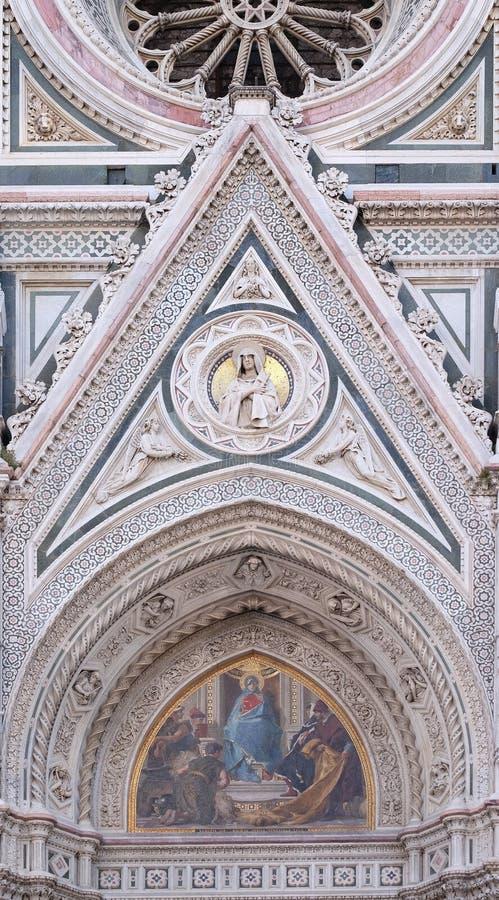 Mary umgab durch Florentine Artists, Kaufleute und Humanisten, Portal von Florence Cathedral stockfotos