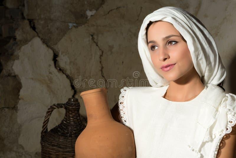 Mary z wino dzbankiem zdjęcia stock
