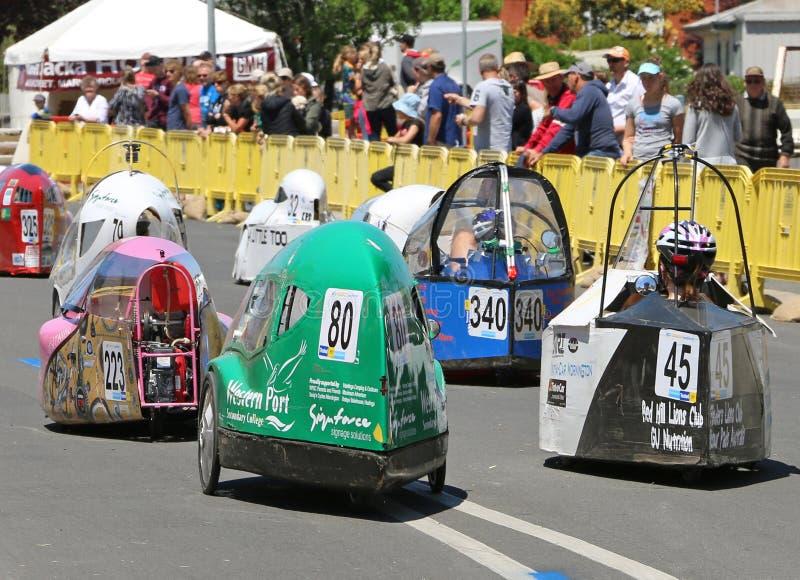 Maryborough accueille un procès de 24 heures dans lequel instruit autour de la course d'Australie de leurs véhicules humain- et à images stock