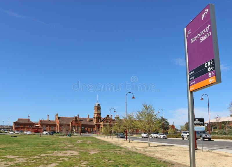MARYBOROUGH VICTORIA, AUSTRALIEN - den aktuella byggnaden för röd tegelsten av den Maryborough järnvägsstationen restes upp i 189 arkivfoton