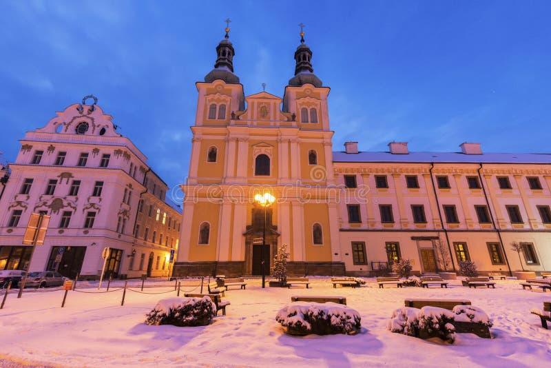 Maryja Dziewica wniebowzięcia kościół na głównym placu w Hradec Kralove zdjęcie stock