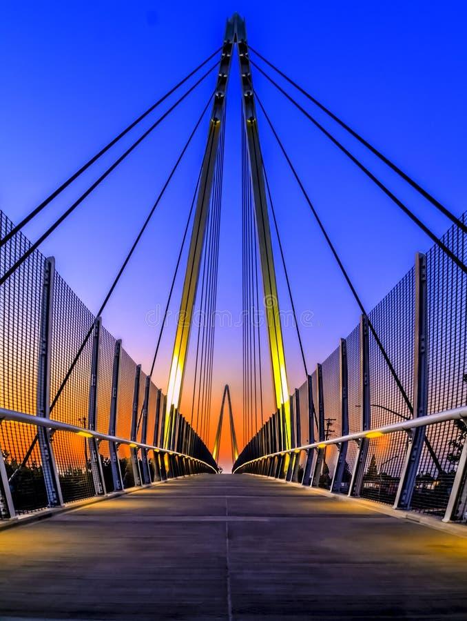 Maryjny Ave stopy most obraz stock