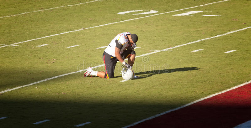 Download Maryland Football Player Takes A Knee Editorial Stock Image - Image: 25377099