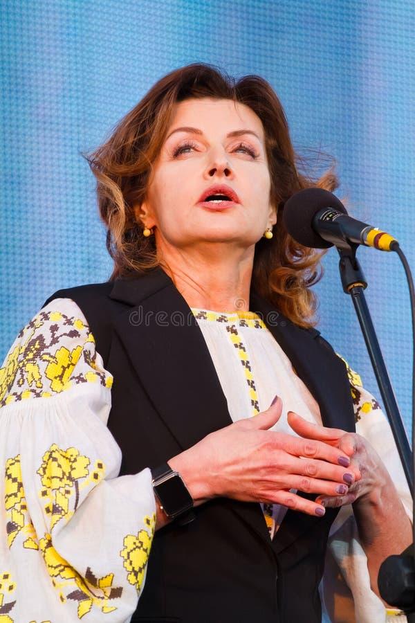 Maryna波罗申科,乌克兰总统Petro波罗申科,打开的妻子Roshen喷泉,文尼察,乌克兰, 21 04 2018年 免版税库存照片