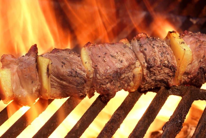 Marynowany BBQ wołowiny Lub mięsa Kebabu kebab Na Gorącym grillu obrazy stock