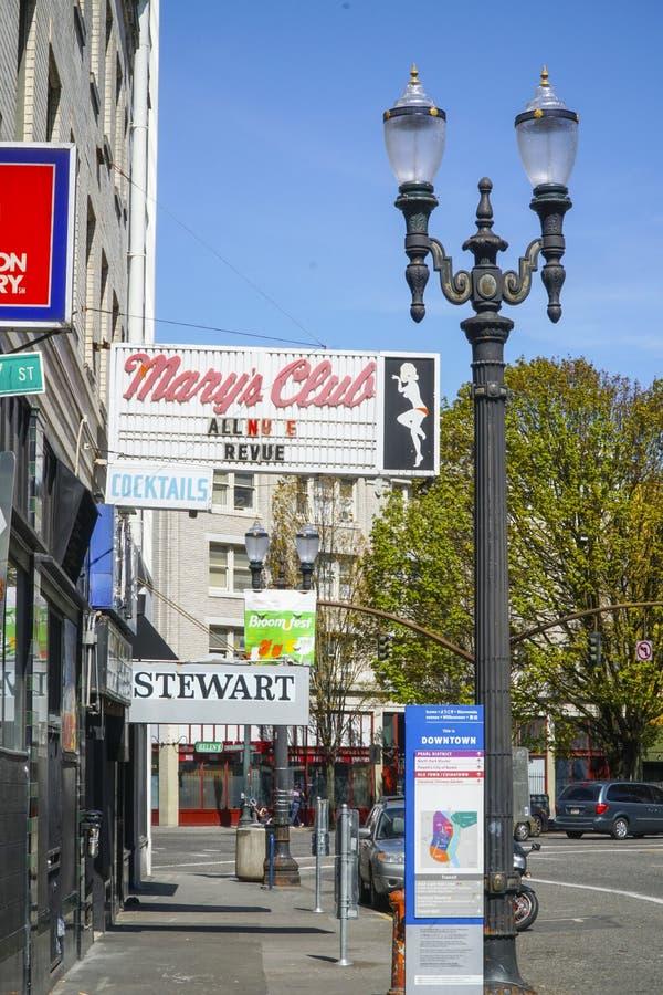 Marys讽刺时事的滑稽剧俱乐部在波特兰-波特兰-俄勒冈- 2017年4月16日 免版税图库摄影
