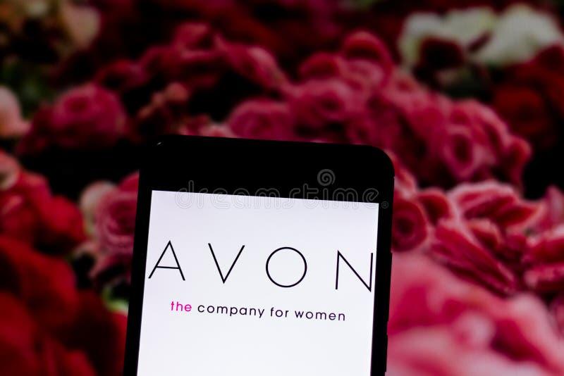 Marzec 10, 2019, Brazylia Avon logo na urządzenie przenośne ekranie Avon jest Północnoamerykańskim kosmetyka firmą opierającym si zdjęcia stock