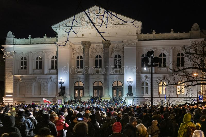 Marzec Dla uczczenia pamięci Mordującego Mayor Adamowicz W Warszawa obrazy stock