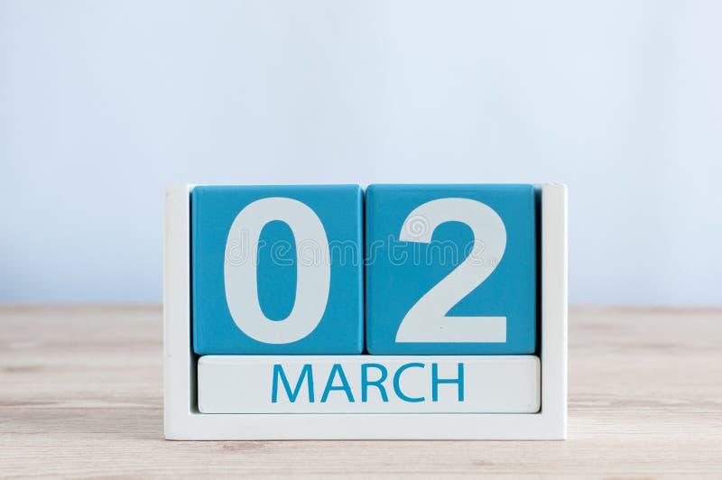 Marzec 2nd Dzień 2 miesiąc, dzienny kalendarz na drewnianym stołowym tle Wiosna czas, opróżnia przestrzeń dla teksta fotografia stock