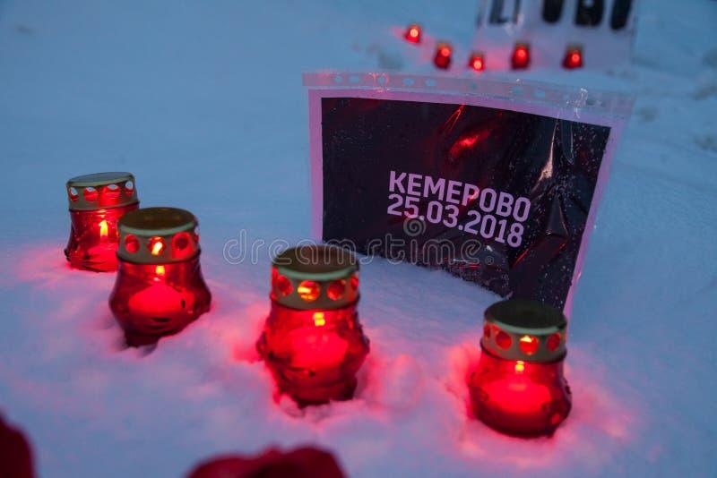 27 Marzec 2018, ROSJA, VORONEZH: Akcja upamiętniać ofiary ogień w centrum handlowym w Kemerovo fotografia stock