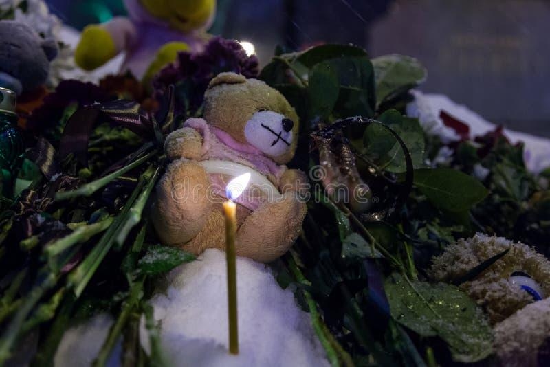 27 Marzec 2018, ROSJA, VORONEZH: Akcja upamiętniać ofiary ogień w centrum handlowym w Kemerovo zdjęcia royalty free