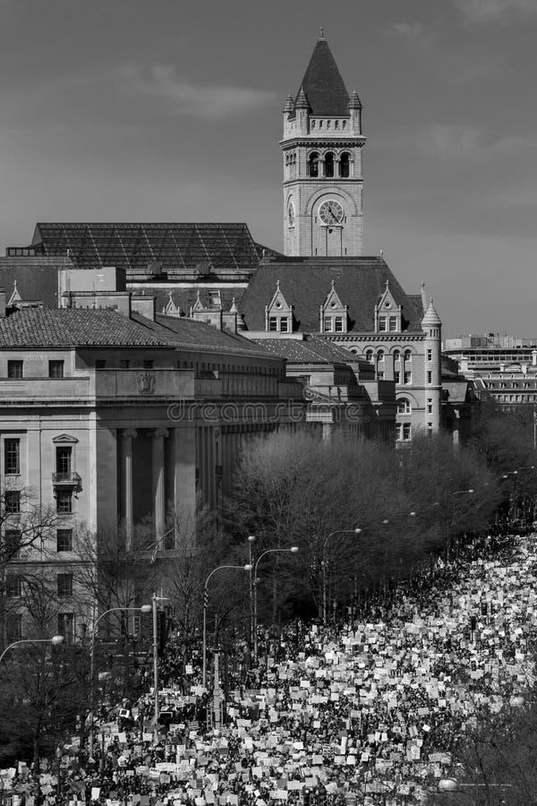 MARZEC 24, 2018: Waszyngton, d C Setki tysiące zbierają na Pennsylwania alei, NW wewnątrz Protest, stoneman fotografia stock