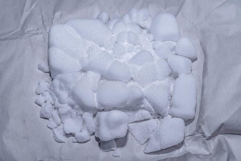 Marznący suchy lód na białego papieru tle fotografia stock