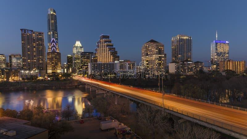 2 marzo 2018, AUSTIN, il TEXAS - Austin Cityscape Evening Skyline con dei grattacieli il congresso giù Architettura, del centro immagini stock libere da diritti