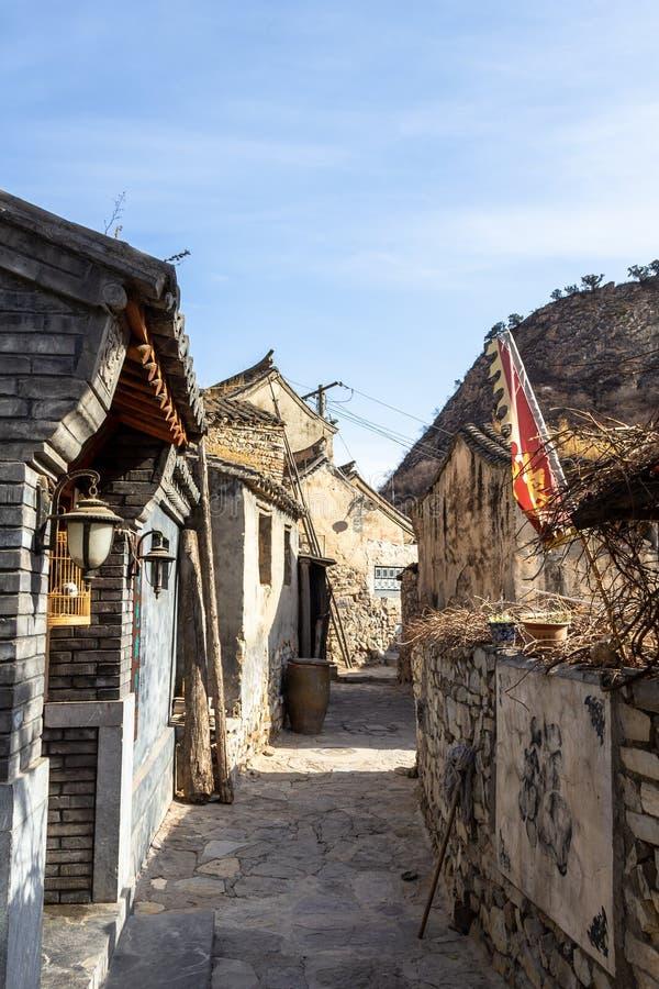 Marzo 2014, Chuandixia, provincia di Hebei, Cina: uno di piccoli vicoli di questo villaggio antico di Ming Dynasty immagine stock libera da diritti