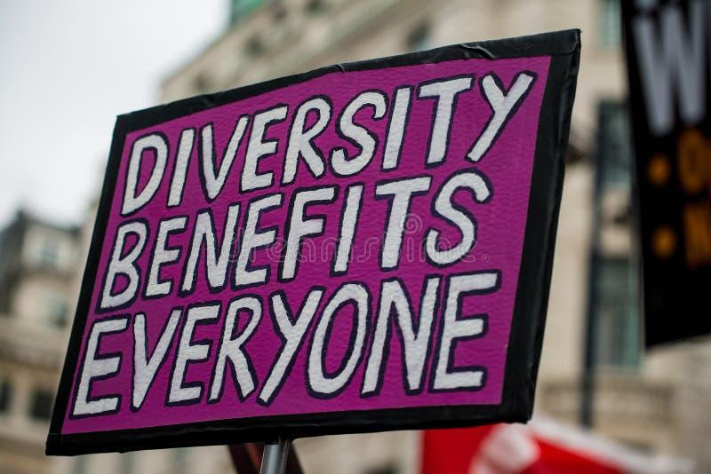 Marzo contra la demostración nacional del racismo - Londres - Reino Unido imagen de archivo
