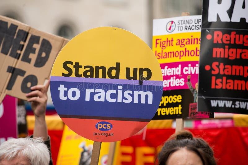 Marzo contro razzismo - Londra, Regno Unito fotografie stock libere da diritti