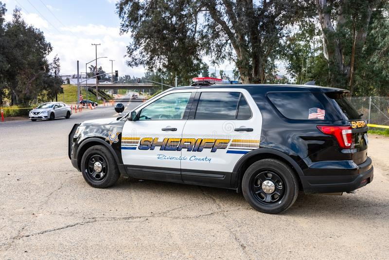 20 marzo 2019 lago Elsinore/CA/U.S.A. - volante della polizia della contea di Riverside parcheggiato al trailhead di Walker Canyo immagine stock