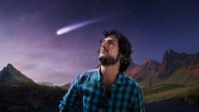 Marzycielka młody człowiek podąża gwiazdę, spada gwiazda, pojęcie, zdjęcie stock