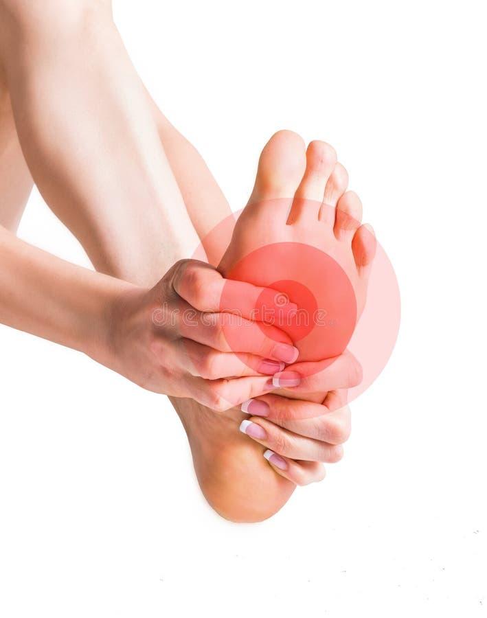 Masaż żeńscy cieki Ból w stopie pojedynczy białe tło fotografia royalty free