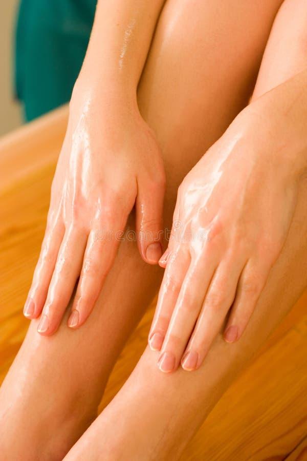 masaż ayurvedic oleju obraz stock