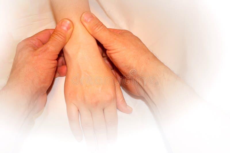 Masaż kobiety ręki, kobieta wręczają masażysty, cierpliwy zdrowie, winieta obrazy royalty free