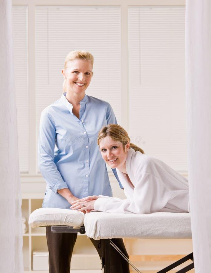 masażu terapeuta kobieta zdjęcie royalty free