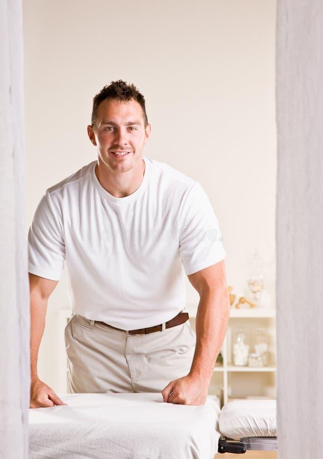 masażu terapeuta następny stołowy zdjęcie stock