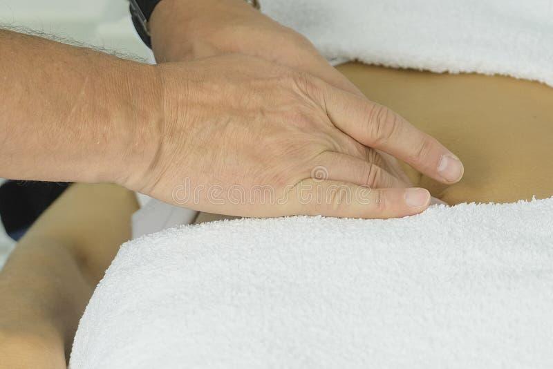 Masażu terapeuta zamknięty w górę fotografia royalty free