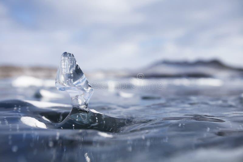 Masa de hielo flotante de hielo transparente Lago Baikal del invierno foto de archivo libre de regalías