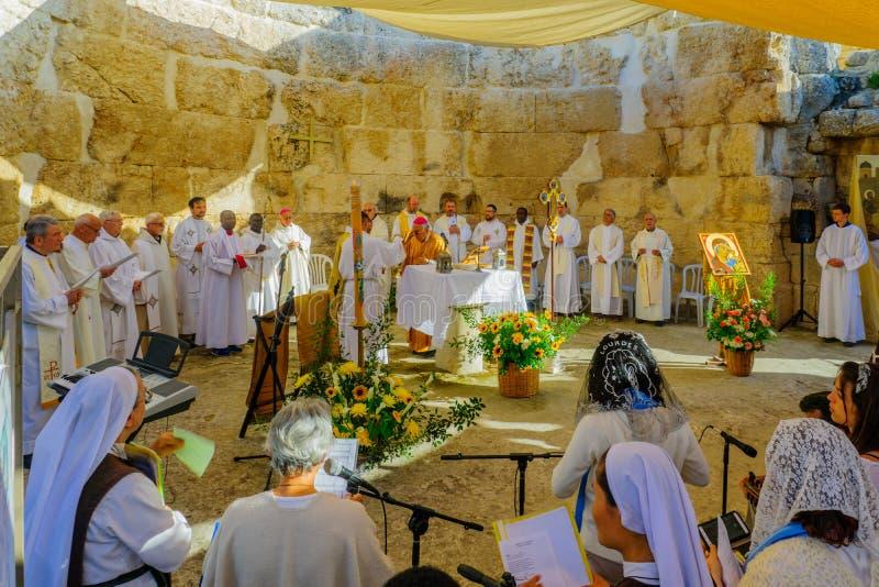 Masa solemne de Pascua lunes en la basílica de Emmaus-Nicopolis imágenes de archivo libres de regalías