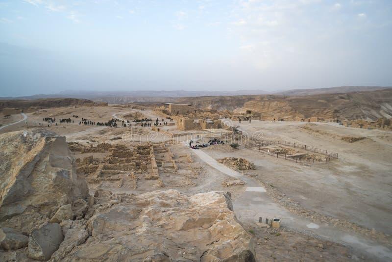 Masadafort in de ontvangende militairen van Israël van Israëlisch Leger op manoeuvres De vesting van Masada, oud fort Militaire m royalty-vrije stock foto's