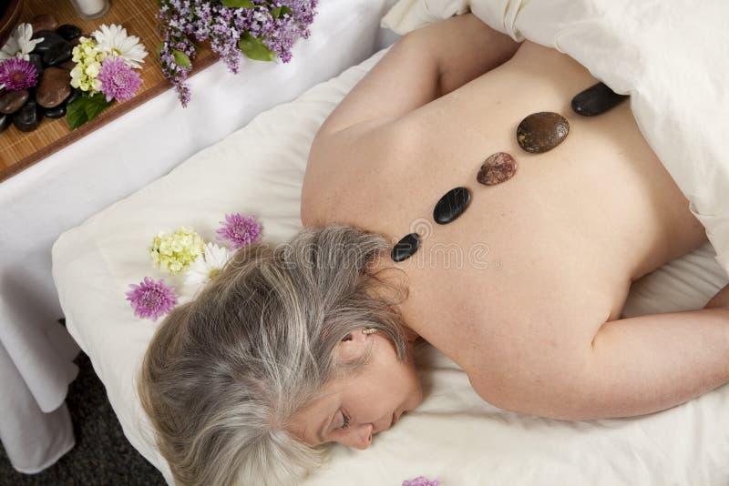Masage di pietra caldo fotografie stock