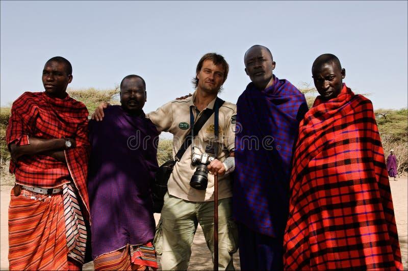 Masai con il fotografo. fotografia stock