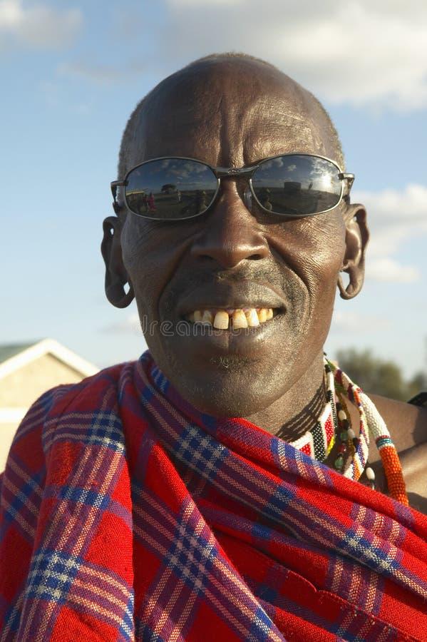 Masai Hogere Ouder met zonglazen in dorp van het Nationale Park van Nairobi, Nairobi, Kenia, Afrika royalty-vrije stock fotografie