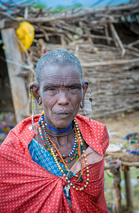 MASAI MARA, KENYA - setembro, 23: Mulher idosa do Masai em setembro, imagem de stock royalty free