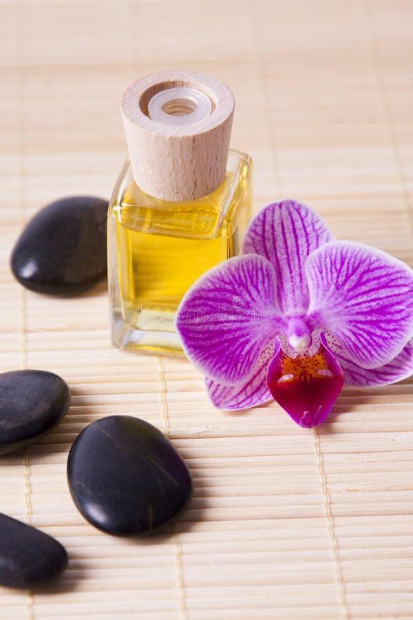 Masaje aromático de la botella de petróleo foto de archivo libre de regalías