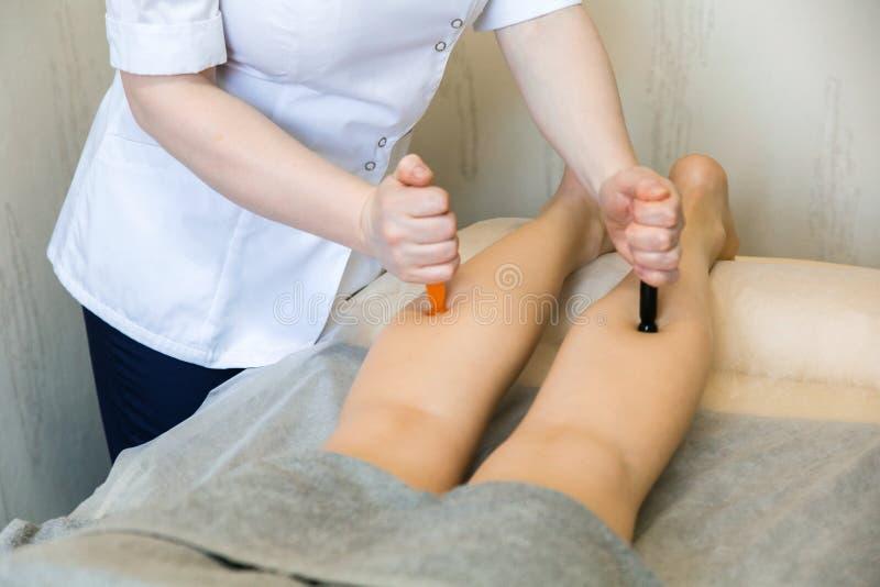 Masaje del pie Masaje del músculo del caviar Estantes de cristal del pie del Acupressure, masaje reflejo del pie fotos de archivo