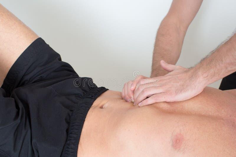 Masaje del tejido del músculo fotografía de archivo libre de regalías