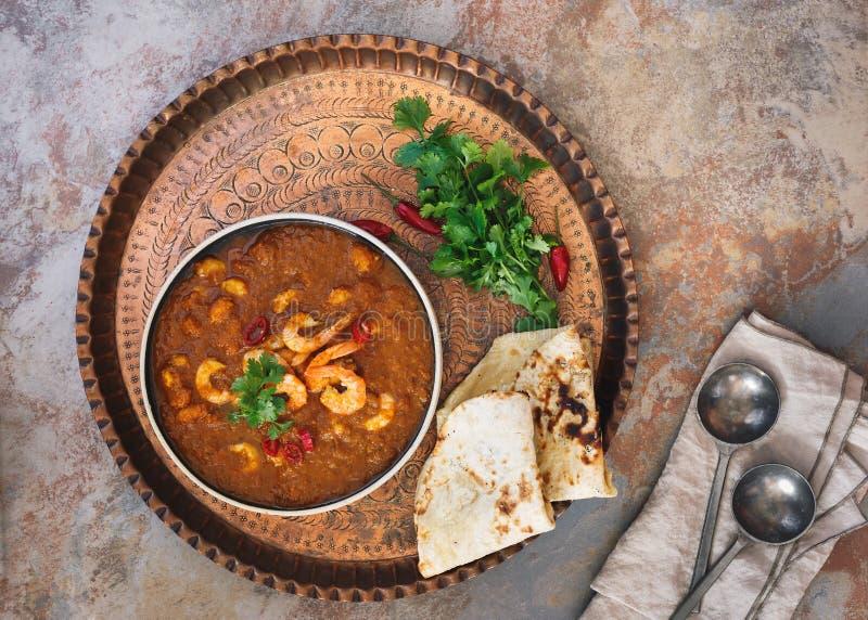 Masala del camarón del curry de la gamba adornado con cilantro imagen de archivo libre de regalías
