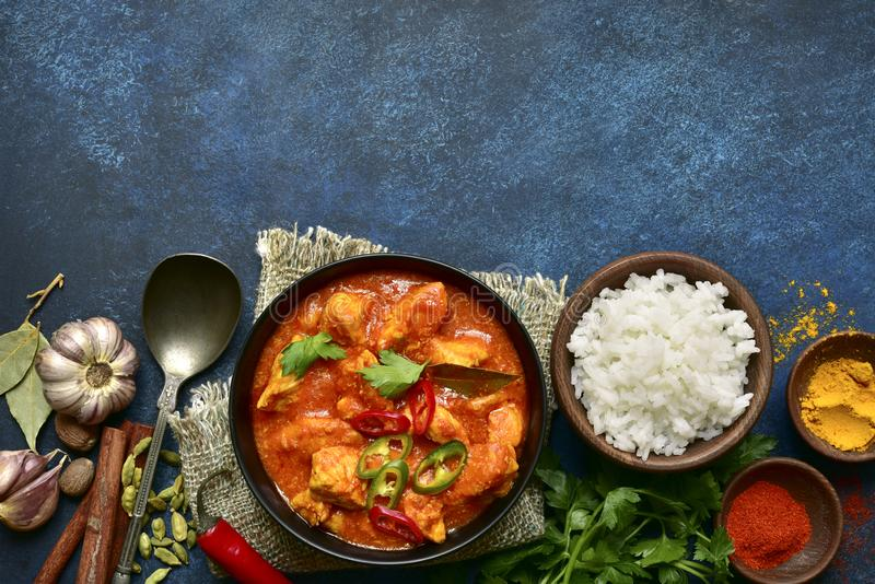 Masala di tikka del pollo - piatto tradizionale di cucina indiana Vista superiore con lo spazio della copia fotografie stock