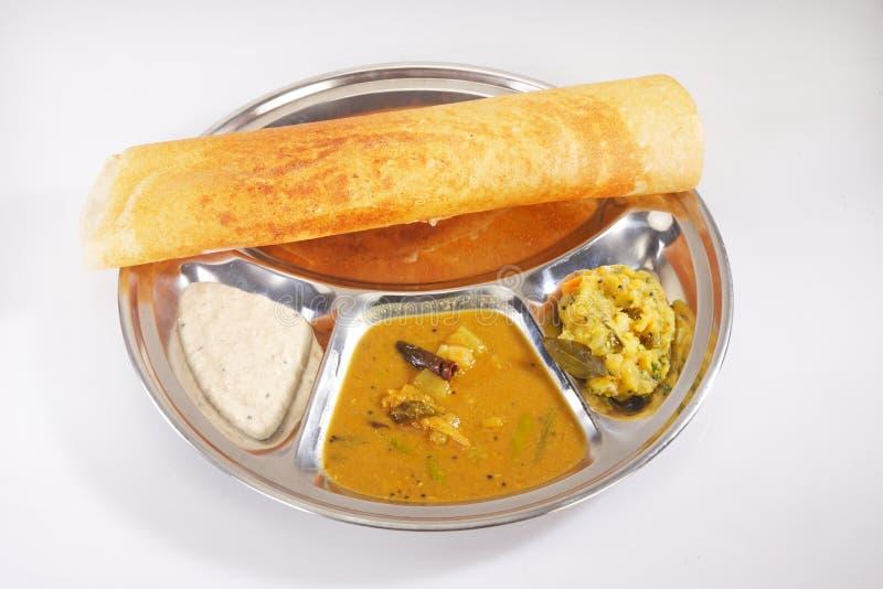 Masala Dosa med chutney och Sambaar traditionellt en södra Indien arkivfoto
