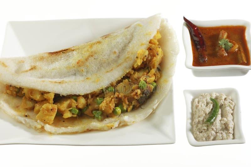Masala Dosa som är välfylld med potatisen Masala, chutney och Sambhar royaltyfria bilder