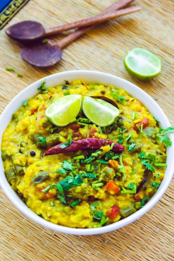Masala Khichdi - индийское национальное блюдо риса стоковые изображения rf