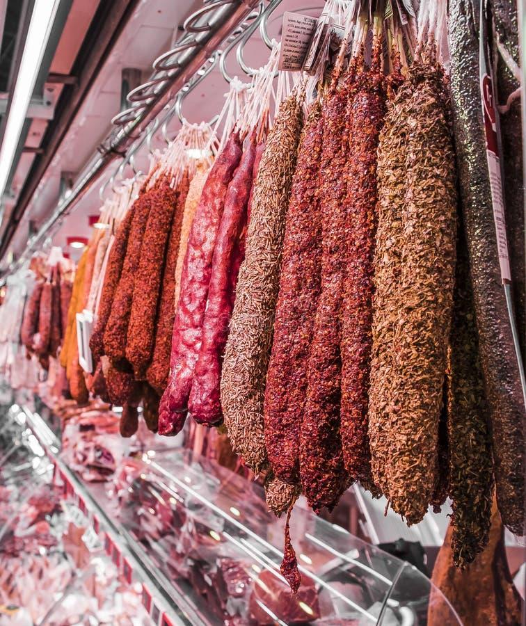 Masarka sklep, kiełbasa salami gorący korzenny zdjęcia royalty free