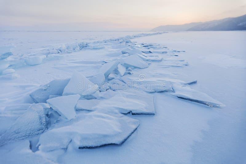 Masas de hielo flotante de hielo de la turquesa Paisaje de la puesta del sol del invierno fotos de archivo