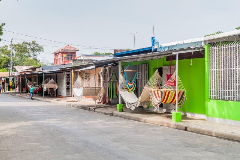 MASAYA, НИКАРАГУА - 30-ОЕ АПРЕЛЯ 2016: Фабрики гамака на улице Calle центральной в Masaya, Nicarag стоковое изображение