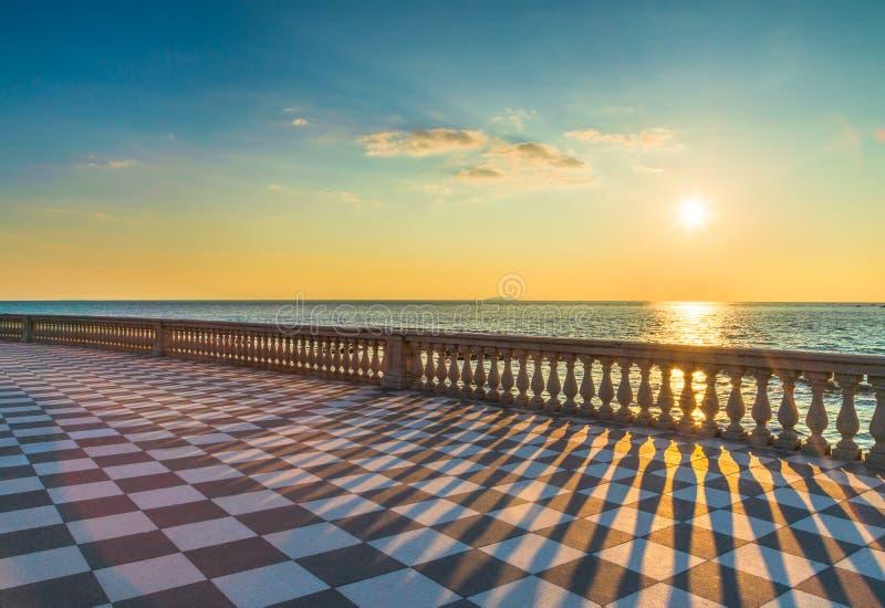 Mascagni Terrazza terrass på solnedgången Livorno Tuscany Italien arkivbild